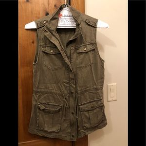 Military green vest. Size small